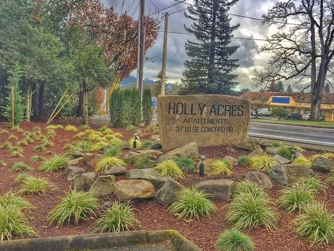 Photo of 3710 Se Concord Rd, Milwaukie, OR 97267