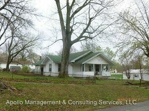 Photo of 105 N May St, Dearborn, MO 64439