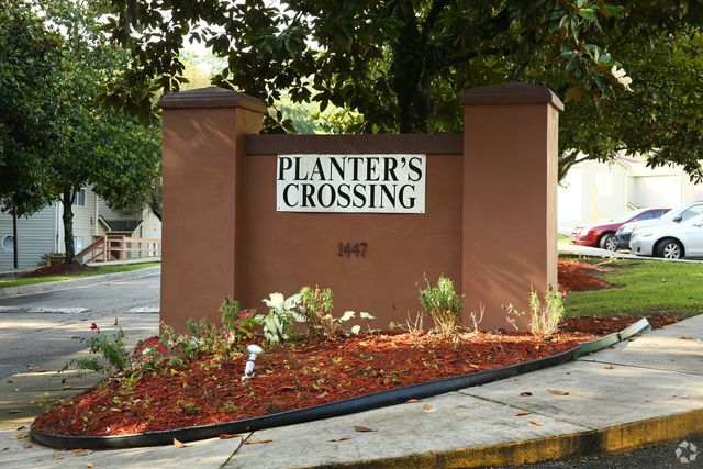 1447 stone rd tallahassee fl 32303 for Landscaping rocks tallahassee fl