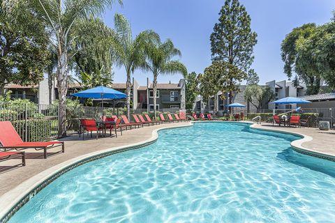 Photo of 1577 E Bulldog Ln, Fresno, CA 93710