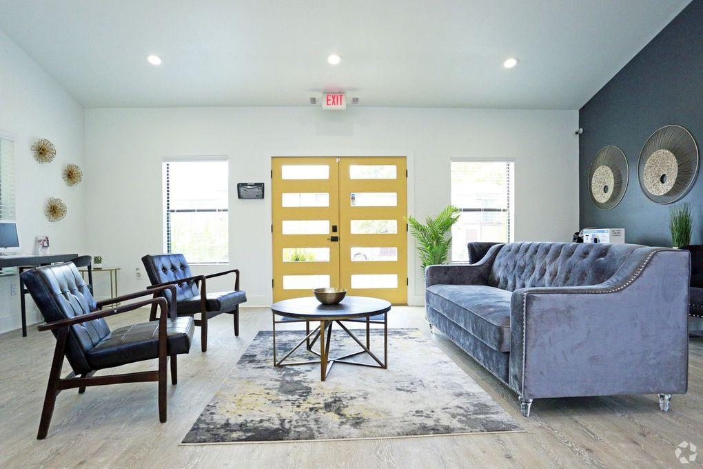 28ecdfac50e40 Admiral Apartments - 8000 Midcrown Dr, San Antonio, TX 78218