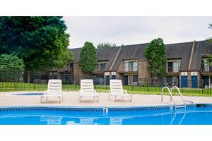2br 1034sf Apartment For Rent At Longmeadow Apartments