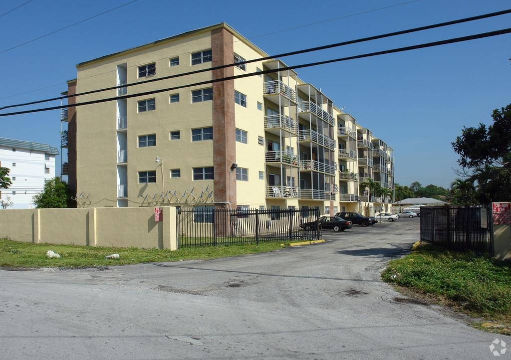 8951 Ne 8th Ave, Miami Shores, FL 33138