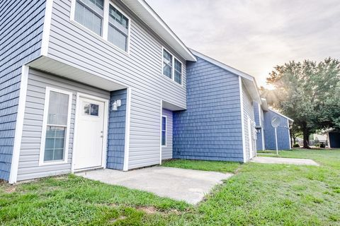 Photo Of 121 River Bluff Rd Greenville Nc 27858 Apartment For Rent