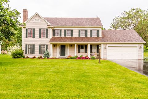 Photo of 14 Turnberry Ln, Pittsford, NY 14534