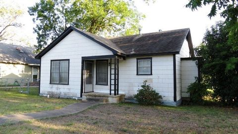 Photo of 411 W 5th St, Taylor, TX 76574