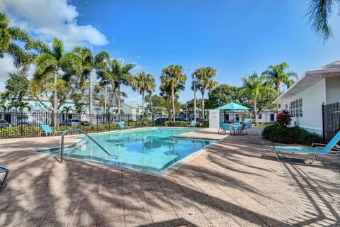 Photo of 2425 2nd Ave N, Lake Worth, FL 33461