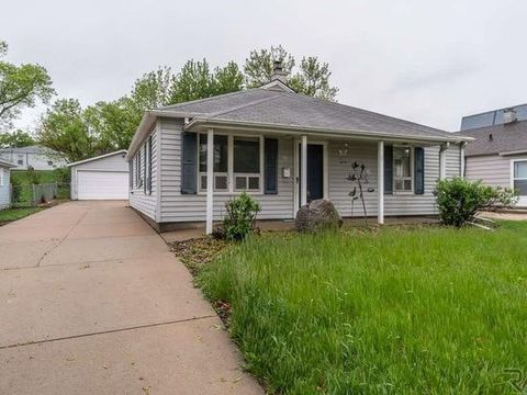 Photo of 1905 S Covell Ave, Sioux Falls, SD 57105