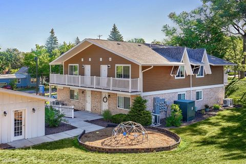 Photo of 311 5th Ave, Manistee, MI 49660