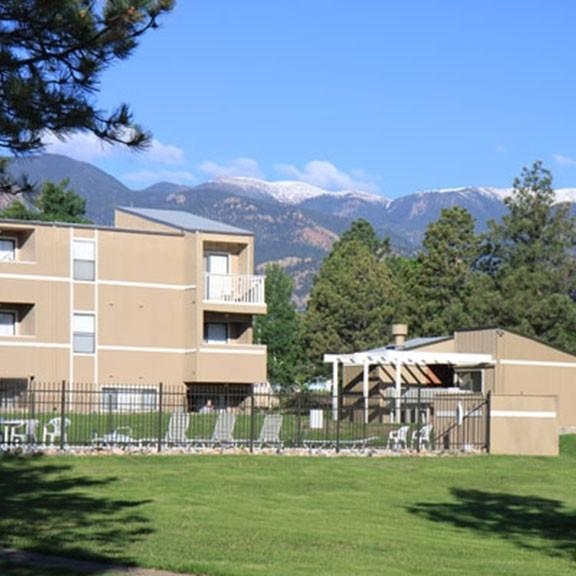 Broadmoor Spring Apartments