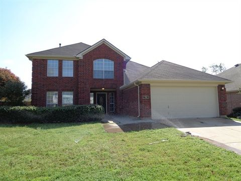 Photo of 752 Texas Oak Trl, Lake Dallas, TX 75065