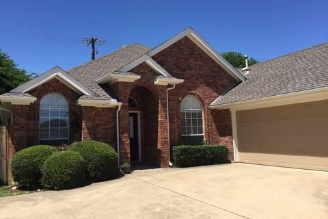 Photo of 1931 Perry Dr, Mansfield, TX 76063