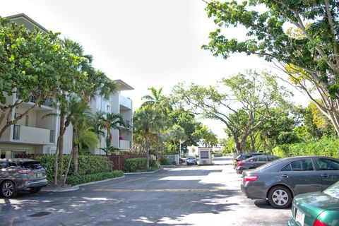 Photo of 6884 N Kendall Dr Apt C202, Miami, FL 33156