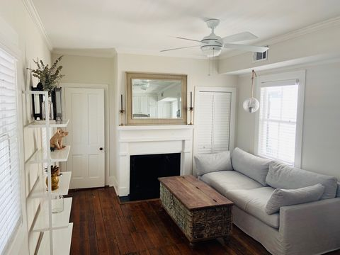 Photo of 160 Wentworth St Apt B, Charleston, SC 29401