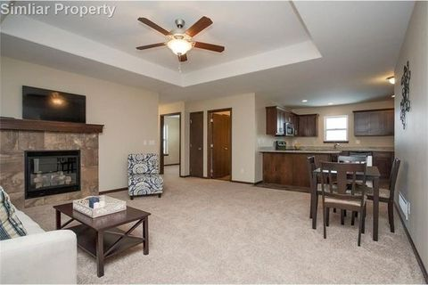 570 Meadow Oak Cir, Fairfax, IA 52228