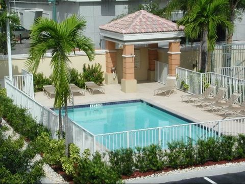 Photo of 125 N 19th Ave, Hollywood, FL 33020