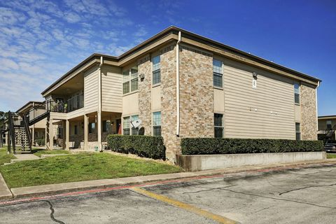 2500 E James Ave, Baytown, TX 77520