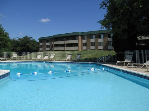 Photo of 600 Hidden Valley Club Dr, Ann Arbor, MI 48104
