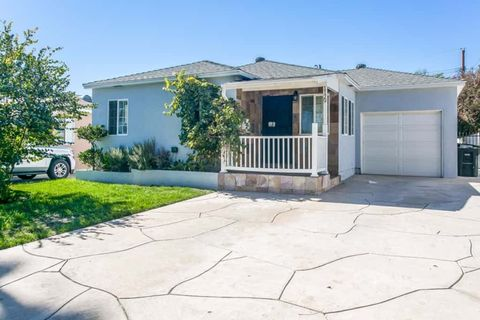 Photo of 1129 N Beachwood Dr, Burbank, CA 91506