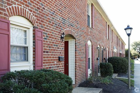 25 Bainbridge Ave, Hampton, VA 23663. Apartment For Rent