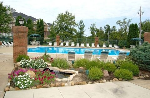 Photo of 100 Hunt Club Dr, Akron, OH 44321