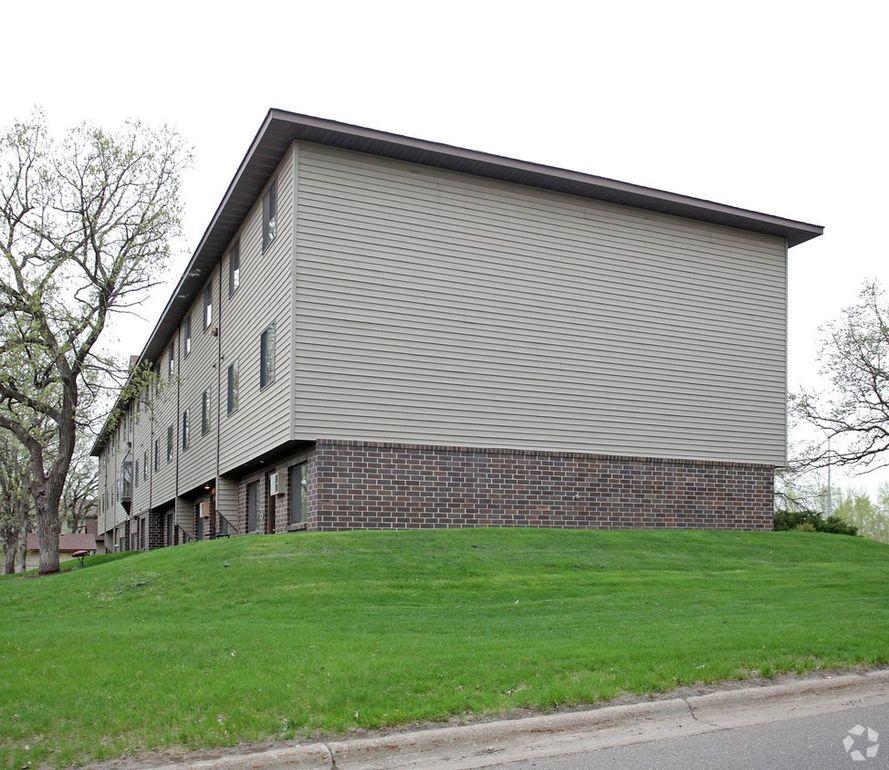 1812 University Dr Se, Saint Cloud, MN 56304