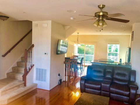 Photo of 7317 Summit Rock Rd, Elkridge, MD 21075