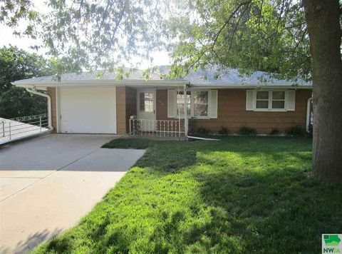 Photo of 1516 S Rustin St, Sioux City, IA 51106