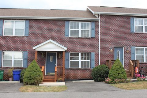 Photo of 160 Hunters Rdg, Christiansburg, VA 24073