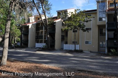 Photo of 300 Yacht Club Dr, Niceville, FL 32578