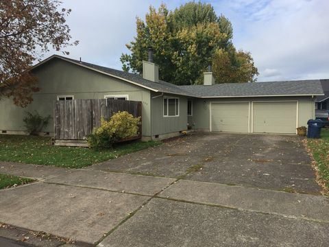 Photo of 520 N 38th Pl, Springfield, OR 97478