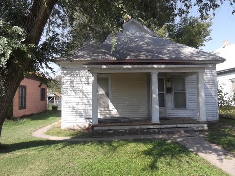 Photo of 819 N Washington St, Hutchinson, KS 67501