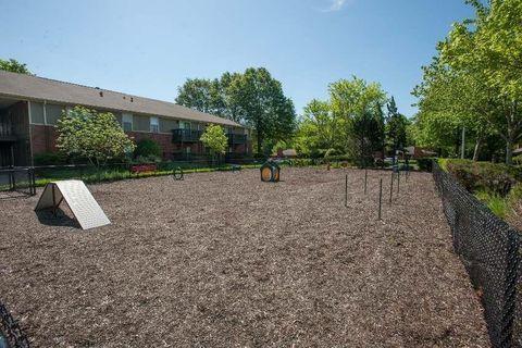 Photo of 24 Williamsburg Village Dr, Jackson, TN 38305