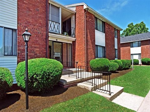 Photo of 2 Kings Court Way, Rochester, NY 14617