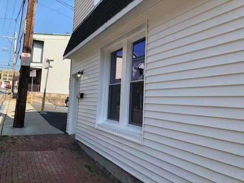 Photo of 106 N 3rd St, Pottsville, PA 17901