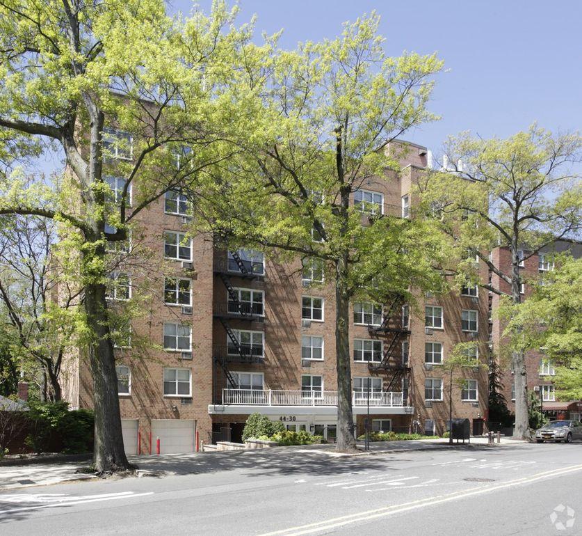 4430 Douglaston Pkwy, Douglaston, NY 11363