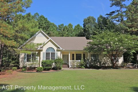 346 Broadmeade Dr, Southern Pines, NC 28387