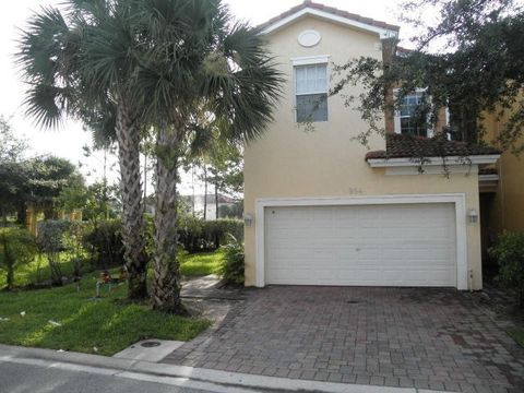 994 Pipers Cay Dr, West Palm Beach, FL 33415