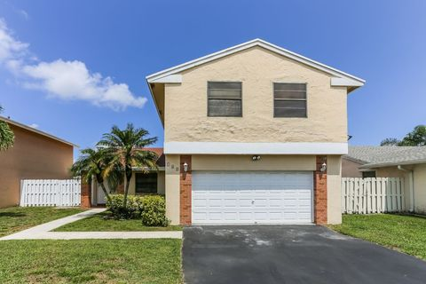Photo of 700 Thornridge Ave, Davie, FL 33325