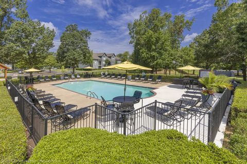 Photo of 646 Whispering Oak Dr, Southaven, MS 38671