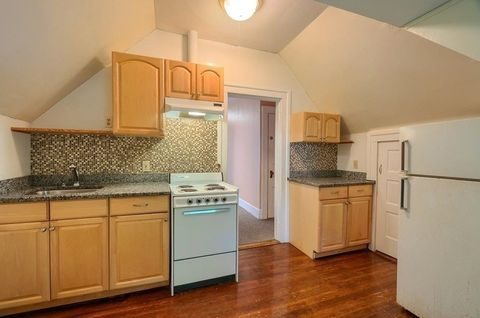 Photo of 877 Pleasant St Apt 3, Worcester, MA 01602
