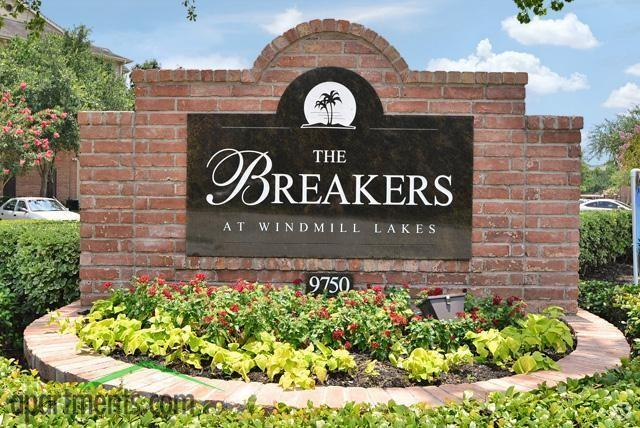Breakers at Windmill Lakes Apartments