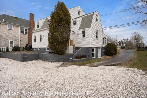 Photo of 1 Rumstick Rd, Barrington, RI 02806
