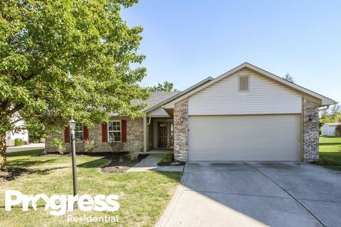 Photo of 8165 Shortleaf Ct, Indianapolis, IN 46236