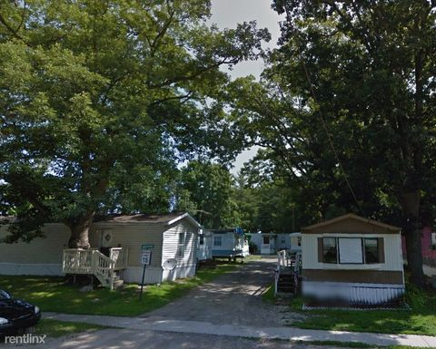320 N Cedar St, Sanford, MI 48657