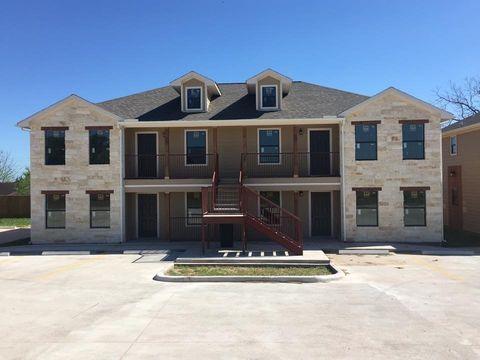 Photo of 606 Sabine St Apt 402, Brenham, TX 77833