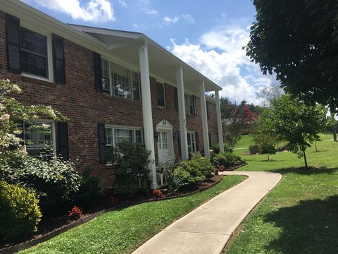 Photo of 910 Brookside Camp Rd, Hendersonville, NC 28792
