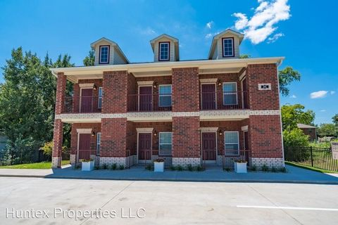Photo of 2407 Bois D Arc St, Commerce, TX 75428