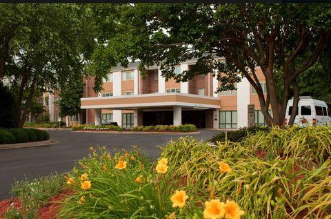 Photo of 2220 Executive Dr, Hampton, VA 23666