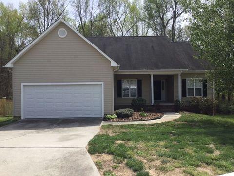 Photo of 4799 Silver Creek Dr, Greensboro, NC 27410